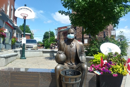 Naismith promotes mask wearing in Almonte